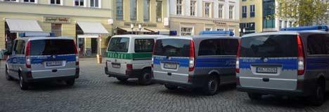 Polizei bei NPD Stand in Greifswald
