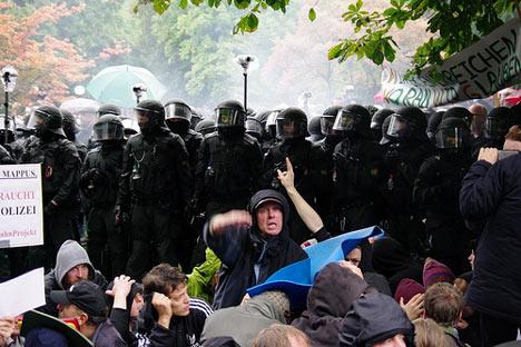 stuttgart21-polizei-demonstration