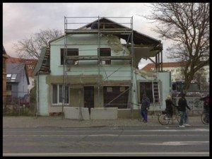 Und der Wahnsinn geht weiter: Abrissarbeiten in der Gützkower Straße