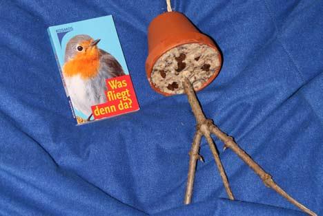 Vogelglocke und Vogelbestimmungsbuch