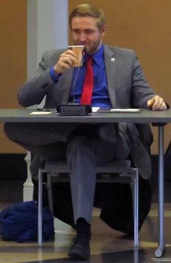 Oberbürgermeisterkandidat Björn-Wieland bei einer Podiumsdiskussion