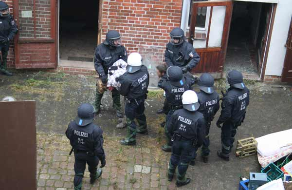 brinke hausbesetzung polizei