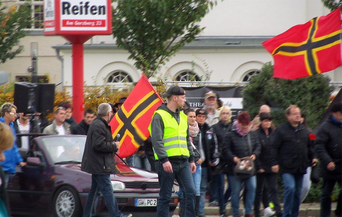 Petra Albrecht-Kühl und Norbert Kühl auf der rechtsextremen FFDG-Demonstration in Greifswald