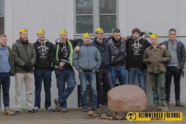 Gruppenbild nach Aktion der Identitären Bewegung in Greifswald