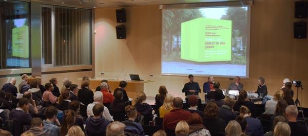 Bild von der Podiumsdiskussion über Kunst im öffentlichen Raum