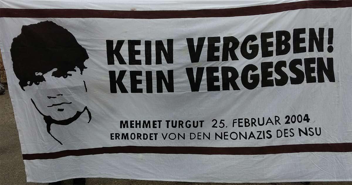 Transparent, das an den Mord an Mehmet Turgut erinnert