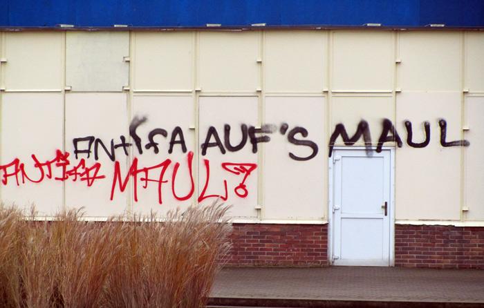Schmierereien von Neonazis - Kunst kommt von Können...