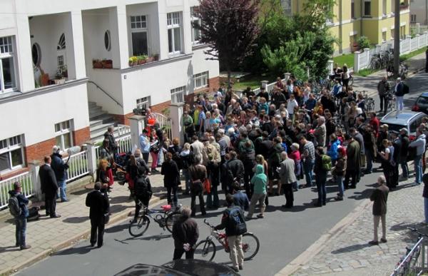 Neuverlegung der Stolpersteine zieht viele Greifswalder auf die Straße