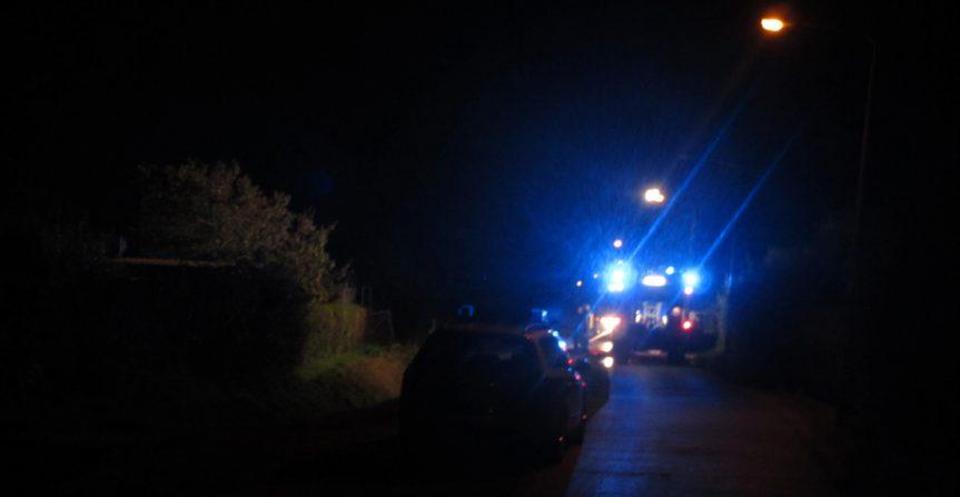 In Flammen: Gartenlaube in Rauch aufgelöst