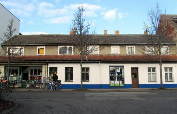 Das Café Hollerbusch befindet sich neben dem Bioladen in der Brinkstraße