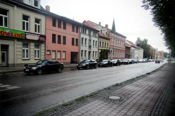 ... wie fragil der Verkehrsfluss in der Bahnhofstraße ist: Stillstand.