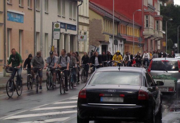 Critical Mass erinnnert Greifswalder Autofahrer an Staugefahr