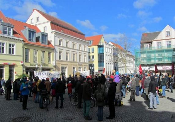 Auftakt zur Demonstration für den Erhalt der Brinkstraße 16-17 auf dem Fischmarkt