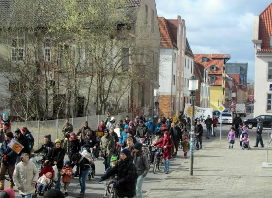 Der Demonstrationszug war gut gelaunt und mit Menschen aller Altersklassen durchmischt.