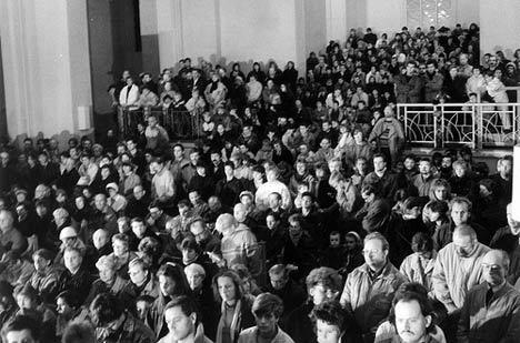 Andrang zum Friedensgebet im Dom, 1989