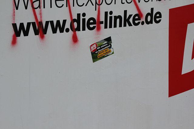 Neonazis zerstörten und beschmierten Plakate der demokratischen Parteien