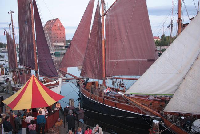 Traditionelle Segelschiffe beim Werftfest 2009