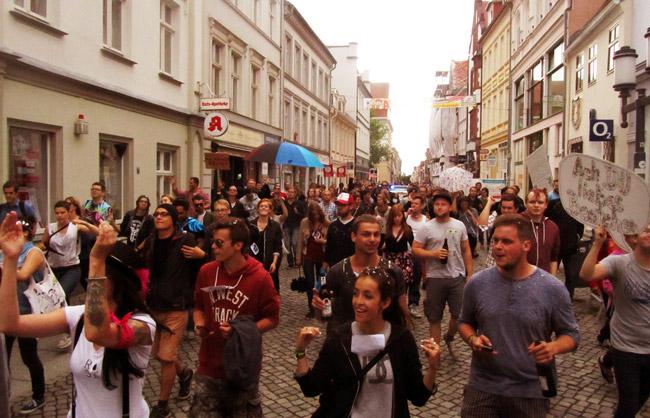 ... demonstrierten am Sonnabend etwa 150 Elektrofans...