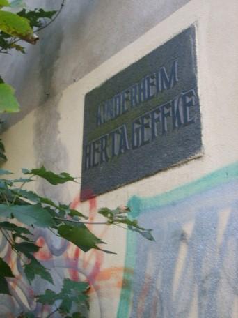 Schild vor dem Eingang