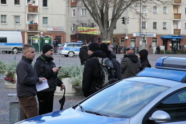 ... plaudert später mit den verurteilten Neonazis Hannes Welchar (NPD-Fraktionsführer Kreistag MSP) und Sebastian Schmidtke (NPD-Landesverband Berlin)