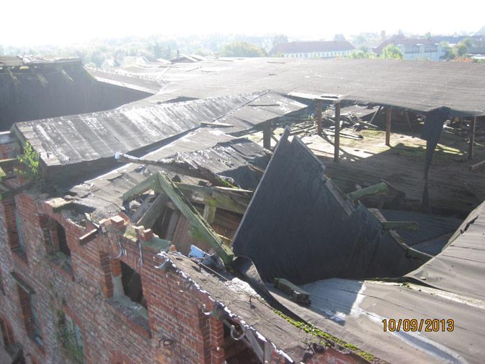 ... nachdem in der vergangenen Woche eine Dachgaube eingestürzt ist und die öffentliche Sicherheit nicht mehr gewährleistet werden kann.