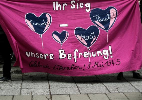 ... um auf die Befreiung vom deutschen Faschismus aufmerksam zu machen