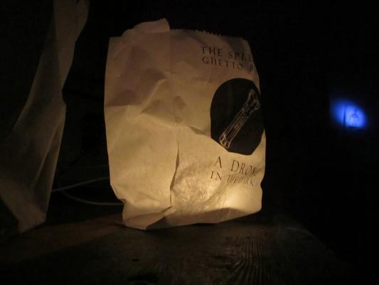 gab die Greifswalder Band The Splendid Ghetto Pipers ein Taschenlampenkonzert bei Polly Faber