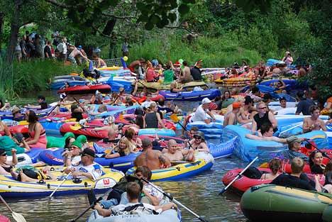 Beer Floating auf dem Ryck